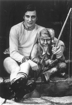 Paul Darrow with gnome.