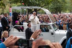 https://flic.kr/p/z8DfRj | Pope Visits Philadelphia | Had to hold this way over my head so could not see what I was doing, but zone focus worked well.