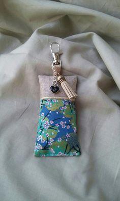 Porte clés, bijou de sac tissu japonais, lin et passepoil or : Porte clés par justinfil