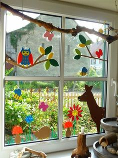 Making window pictures – 64 DIY ideas for atmospheric autumn decorations - Kleinkind Basteln Holiday Crafts For Kids, Autumn Crafts, Spring Crafts, Diy For Kids, Classroom Window Decorations, School Decorations, Classroom Decor, Decoration Creche, Class Decoration