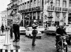 Lisboa, by Eduardo Gageiro Photography Exhibition, Street Photography, Vintage Posters, Vintage Photos, Portuguese Tiles, First Photo, Lisbon, Street View, Country