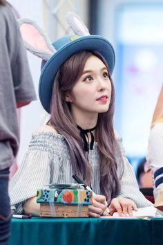 How is she human!!!! Baechu!! Redvelvet Kpop, Kpop Girls, Red Velvet Irene, Target, Fashion Mag, Korean Fashion, Judy Hopps, Kang Seulgi, Color
