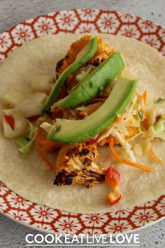 A little twist on your ordinary taco with a bit of buffalo cauliflower!  Spicy, tangy and oh so delicious! Even better this meatless main dish is full of nutrition and is perfect for a quick weeknight dinner. Check the recipe and learn more about ways to meal prep this recipe and save yourself some time. Vegetarian Bean Recipes, Vegetarian Cauliflower Recipes, Quick Vegetarian Meals, Vegetarian Cooking, Entree Recipes, Top Recipes, Easy Recipes, Healthy Recipes, Quick Weeknight Dinners