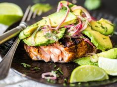 Grilled salmon with avocado salsa - Recipes for dinner easy and healthy Low Carb Tacos, Healthy Weeknight Meals, Healthy Recipes, Paleo Dinner, Dinner Recipes, Salmon With Avocado Salsa, Grilled Salmon, Salmon Burgers, Soul Food