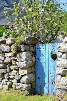 Stone wall with blue gate Garden Entrance, Garden Doors, Garden Gates, Balcony Garden, Old Doors, Windows And Doors, Front Doors, Old Gates, Fence Gate