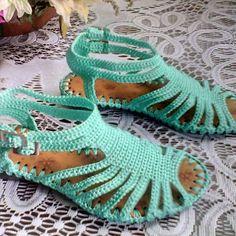 Sandalia verde menta. #tiritas#plana #comoda #paraniña #colores #tallas #verdementa#moderna# #crochet #hechoamano #hechoencolombia.