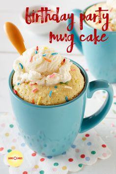 In need of a dessert to indulge your sweet tooth? Our perfectly portioned Birthday Party Mug Cake is exactly what you need. Mug Recipes, Baking Recipes, Sweet Recipes, Cake Recipes, Dessert Recipes, Recipies, Dessert Simple, Cupcakes, Cupcake Cakes