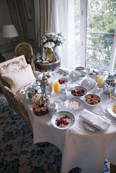 A Romantic weekend in Paris - Part tres Champagne Breakfast, The Ritz Paris, Good Morning Breakfast, Aesthetic Food, Food Photo, Tea Time, Paris Restaurants, Table Settings, Sweet Home