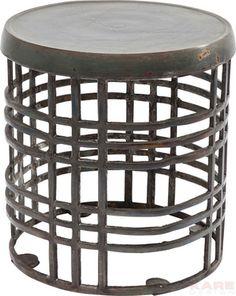 Bijzettafel Industrial Loft is een tafel met een ruig uiterlijk en komt uit de collectie van Kare Design. Deze tafel is nu te bestellen op Furnies.nl!