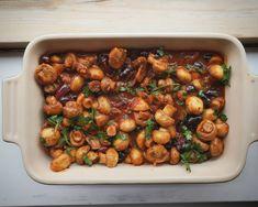 5+1 συνταγές με μανιτάρια που θα γλείφετε τα δάχτυλά σας -Μανιτάρια αλά γκρεκ όπως τα τρώνε οι Γάλλοι, μανιταρόπιτα | GASTRONOMIE | iefimerida.gr Kung Pao Chicken, Chana Masala, Recipies, Stuffed Mushrooms, Vegan, Cooking, Ethnic Recipes, Food, Recipes