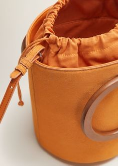 Latest trends in bags: leather bags, travel bags, handbags, clutches and shoppers. Tote Bags, Vanity Bag, Diy Handbag, Fabric Bags, Black Tote Bag, Bucket Bag, Leather Bag, Purses And Handbags, Mango