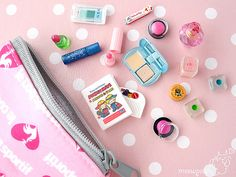 Looks like Re-ment. Love their stuff! Barbie Dolls Diy, Barbie Sets, Diy Doll, Miniature Crafts, Miniature Dolls, Choses Cool, Barbie Doll Accessories, Mini Makeup, Mini Craft