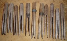 Primitive clothes pins(These are what I wish Santa would bring me for Christmas) Clothes Pegs, Clothes Line, Washing Clothes, Laundry Pegs, Laundry Room, Primitive Kitchen, Country Primitive, Vintage Laundry, Primitive Furniture