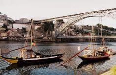 Diez lugares imprescindibles de Oporto   Via El Atlas del Viajero por Ariana García / 8/10/2014 Oporto tiene numerosos rincones que destacar. La belleza de sus calles, el río o los coloridos edificios son algunas de sus singularidades... Para mí, la zona de la Ribeira es el barrio más bonito de Oporto. Los bares, los turistas, el paso del Duero y las fantásticas vistas de la ciudad consiguen un ambiente único. #Portugal