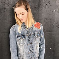 Happy Friday everyone! It's almost the weekend!! Today on the blog we are sharing our Friday faves including these 2 denim jackets 😍😍 Link in the bio 👉🏻