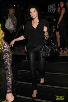 laura prepon fierce orange is the new black season 2 03 Laura Prepon keeps it chic in a leather pants while grabbing dinner at Katsuya on Saturday (May 24) in Hollywood.