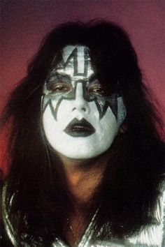 born April is an American musician best known as the former lead guitarist and founding member of the rock band Kiss. Rock And Roll Bands, Rock Bands, Rock N Roll, Kiss Images, Kiss Pictures, Vinnie Vincent, Linda Carter, Eric Carr, Peter Criss