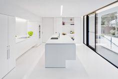 white kitchen. | dD