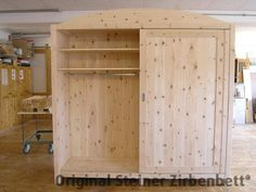 Zirbenholzschrank mit Schiebetüren,, Massivholz-Schrank