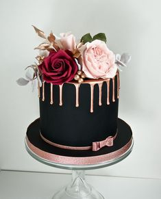 30 Stylish Black Wedding Cakes ❤ black wedding cake small ca Cookies And Cream Cake, Cake Mix Cookies, Bolo Naruto, Bolo Chanel, Black Fondant, Black Wedding Cakes, Wedding Cake Pops, Birthday Cakes For Women, Gold Birthday Cake
