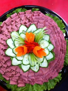 Meat platter Charcuterie Platter, Meat Platter, Party Trays, Party Platters, Holiday Appetizers, Appetizer Recipes, Banquet, Meat And Cheese Tray, Food Carving