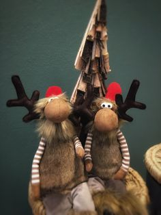 Christmas2020 #plushdecoration #kerst2020 #homedecorations #eland #moose #weihnachten2020 #dekoration #gartencenter #bloemisterijgroothandel #tuincentra #bloemist #floristshops #Othmardecorations #Ootmarsum #Holland