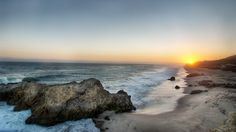 """Los Ángeles es la mejor ciudad para disfrutar del fabuloso clima conocido como el """"Verano Eterno"""" en el sur de California, cuenta con kilómetros de playas en las que pueden realizar todo tipo de actividades para todos los gustos y edades en cualquier época del año, les presentamos una descripción de ocho de las mejores playas de Los Ángeles, desde Malibú hasta South Bay."""