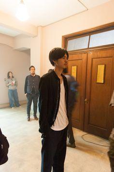 """約1ヶ月に及んだ『FLASHBACK(フラッシュバック)』の撮影が、""""クランクアップ""""を迎える日。 特別なこの日を見逃すわけにはいかない!!! ということで、取材班は撮影が行われている静岡県浜松市まで ……"""