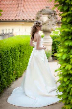 #wedding #makeup #hair Girls Dresses, Flower Girl Dresses, Wedding Makeup, Wedding Dresses, Flowers, Hair, Fashion, Dresses Of Girls, Wedding Make Up