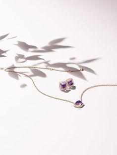 Plus … - Jewelry Jewelry Ads, High Jewelry, Photo Jewelry, Jewelry Branding, Jewelry Accessories, Fashion Jewelry, Women Jewelry, Jewelry Design, Clean Gold Jewelry