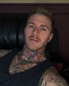 Beautiful Boys, Pretty Boys, Tatto Boys, Sexy Tattooed Men, Hot Guys Tattoos, Dark Skin Boys, Muscular Men, Attractive People, Hair And Beard Styles