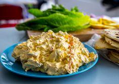 En kall kycklingröra med currysmak som passar perfekt till bakad potatis eller som fyllning i baguetter. Jag gör röran från scratch och grillar kycklingen själv. Det godaste kycklingröran jag någonsin smakat. Food In French, Good Food, Yummy Food, Swedish Recipes, Baked Chicken Recipes, Recipe Chicken, Dinner Is Served, Recipes From Heaven, Dessert For Dinner