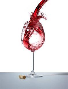 Color rojo rubí brillante y bastante cubierto.  Aromas de fresas dulces, arándanos, flores de cerezo, hinojo, espino blanco,…      Ligero de cuerpo, muy aromático y muy largo.   Equilibrado desde el inicio.   No es un vino muy poderoso, sino más bien sedoso y suave. Dulce en el postgusto y con los taninos de calidad muy integrados. #Bierzo #Winemaker #Spain #Molinaseca #Drink #Enjoy #Tasting #vangusvana #vino