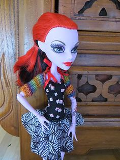 Free knitting shrug pattern for Monster High dolls