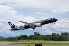 Στο πλαίσιο της συμμαχίας το νέο αεροσκάφος Boeing 787-9 της Air New Zealand θα συνεχίσει να πραγματοποιεί πτήσεις στο δρομολόγιο Ώκλαντ, Σανγκάη.Η συμμαχία μεταξύ Air New Zealand και Air China αφο...