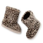 An cute cheetah print make these slip-on faux fur slipper boots the perfect indoor shoes for cold days.