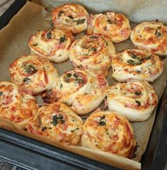 Pizzabullar Meat Recipes For Dinner, Healthy Crockpot Recipes, Pork Recipes, Great Recipes, Snack Recipes, Finger Food Appetizers, Finger Foods, Good Food, Yummy Food