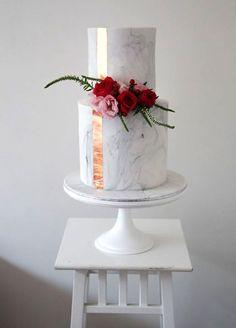 Marble fondant wedding cake with flowers