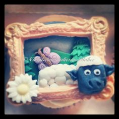 sheep frame cupcake