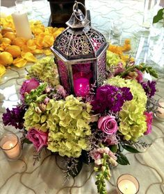 To see more gorgeous wedding flower ides: http://www.modwedding.com/2014/11/08/wedding-flower-ideas-classy-elegant-style/ #wedding #weddings #wedding_centerpiece
