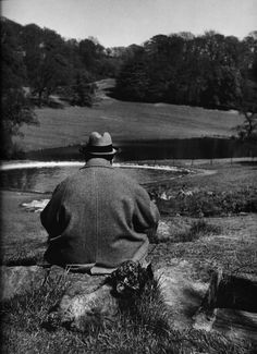 Philippe Halsman: Winston Churchill with his poodle, Rufus, in the gardens of his Chartwell estate, 1951