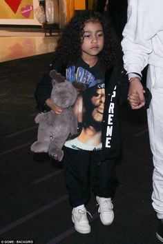 So sweet: North West cuddled her reindeer toy while wearing a Mobb Deep sweater as she left JFK with her auntie Kourtney and cousin Penelope on Sunday to meet Kylie Jenner's baby Cute Little Girls Outfits, Toddler Girl Outfits, Kids Outfits, Kylie Jenner Baby, Jenner Kids, Cute Baby Girl, Cute Babies, Kids Yeezys, Cute Kids Fashion