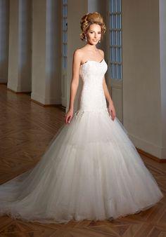 Romantisches schmal geschnittenes Brautkleid im Meerjungfrauen-Stil aus Spitze in Elfenbein - von Diane Legrand