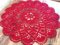 CENTRO DE MESA CLÉA5 | Manu e Manias Crochet Tablecloth, Crochet Doilies, Tapete Pink, Filet Crochet, Floor Rugs, Crochet Projects, Outdoor Blanket, Holiday Decor, Blog
