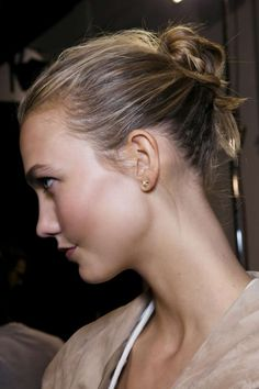 Easy school hairstyle - high bun using hairpins :: one1lady.com :: #hair #hairs #hairstyle #hairstyles