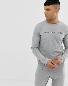 Tommy Hilfiger crew neck long sleeve lounge t-shirt with chest logo in grey at ASOS. Boy Outfits, Casual Outfits, Men Casual, Fashion Outfits, Lacoste, Custom Polo Shirts, Tommy Hilfiger Outfit, Mens Clothing Styles, Fashion Online