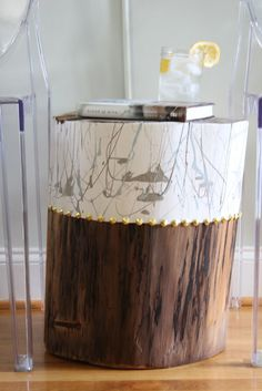 DIY Modern Stump Side Table – Simple Stylings log table abstract table www. Log Home Decorating, Diy Home Decor, Christmas Tree Holder, Hanging Wood Shelves, Tree Stump Side Table, Side Tables, Log Table, Diy Furniture, Painted Furniture