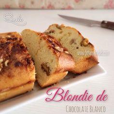 Los blondies es la versión del brownie pero sin chocolate ni cacao, y ya tenía ganas de hacerlo. Tiene un sabor de matrícula de honor! Receta: 6 cdas de copos de avena o harina 5 cdas de almendra molida 5 cdas de Proteína Whey sabor …