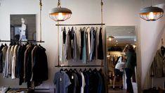 Découvrez comment améliorer les ventes de votre magasin en optimisant votre espace commercial. Quelques astuces vous permettrons d'attirer plus de clients ! Buy Pallets, Weed Store, Increase Sales, Retail Merchandising, Green Business, Wholesale Clothing, Clothing Items, New Outfits, Service Design