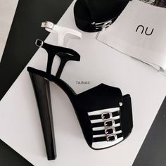 Stand tall while being comfortable. See our platform models that will take you up to a new level, literally! High Platform Shoes, Sandals Platform, Super High Heels, Ankle Strap, Peep Toe, Shoes Heels, Black And White, Boots, Big Sizes